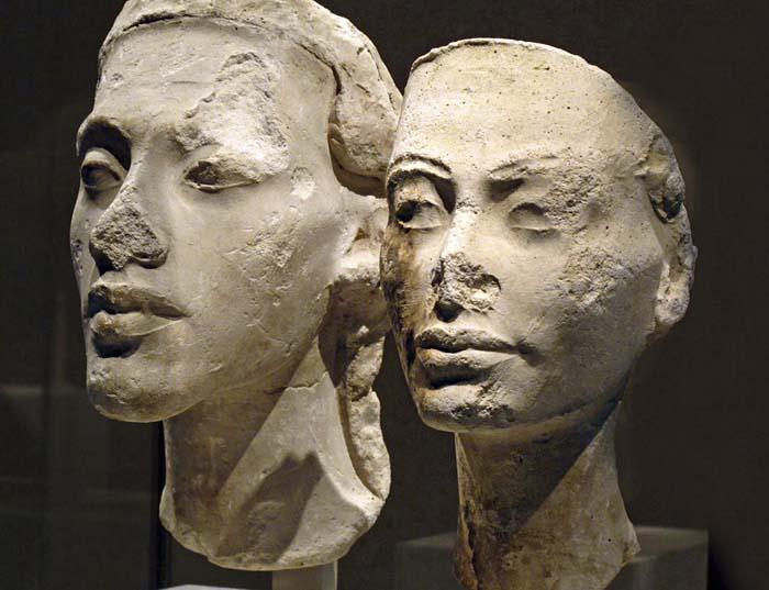 Esculturas de Akhenaton y Nefertiti