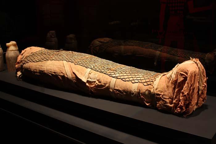 Exposición de momias egipcias en el Museo Nacional de Singapur