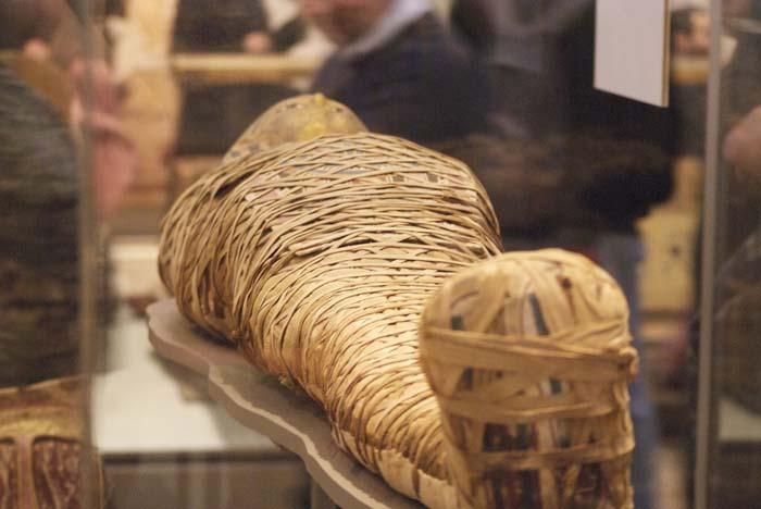 Patrón de envoltura diagonal en una momia