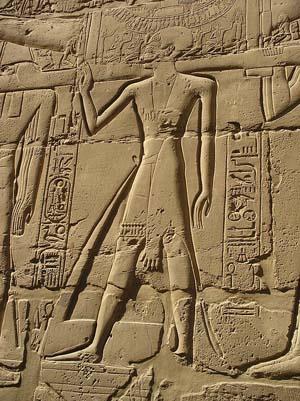 Templo de Karnak, alivio sacerdotal